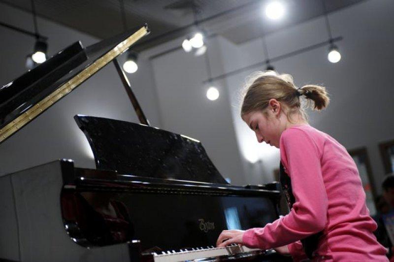 Performathon 2010 - Pianist Gina performs